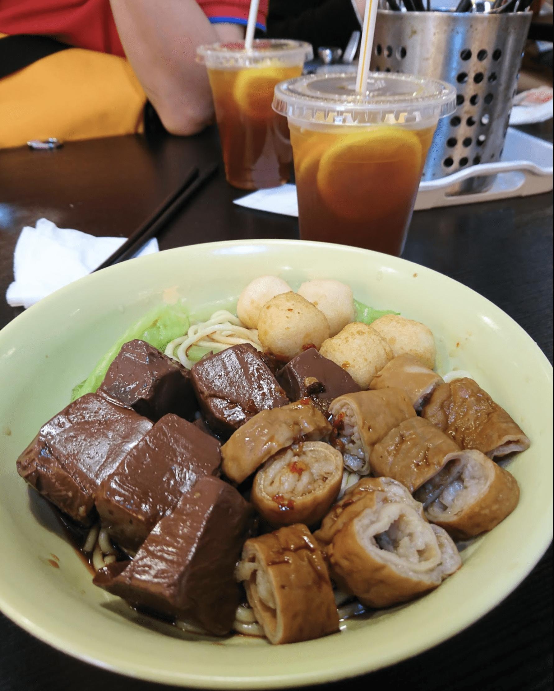大坑美食 / 除左出名既滑蛋菠蘿油外,呢間豬紅,豬腸都好好食。 / 順興茶檔