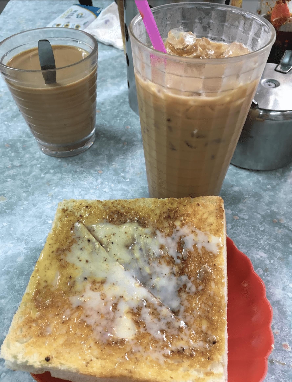 大坑美食 / 奶油多外皮酥香脆多奶,包都好鬆軟,奶茶十分香滑,調得岩岩好! / 炳記茶檔