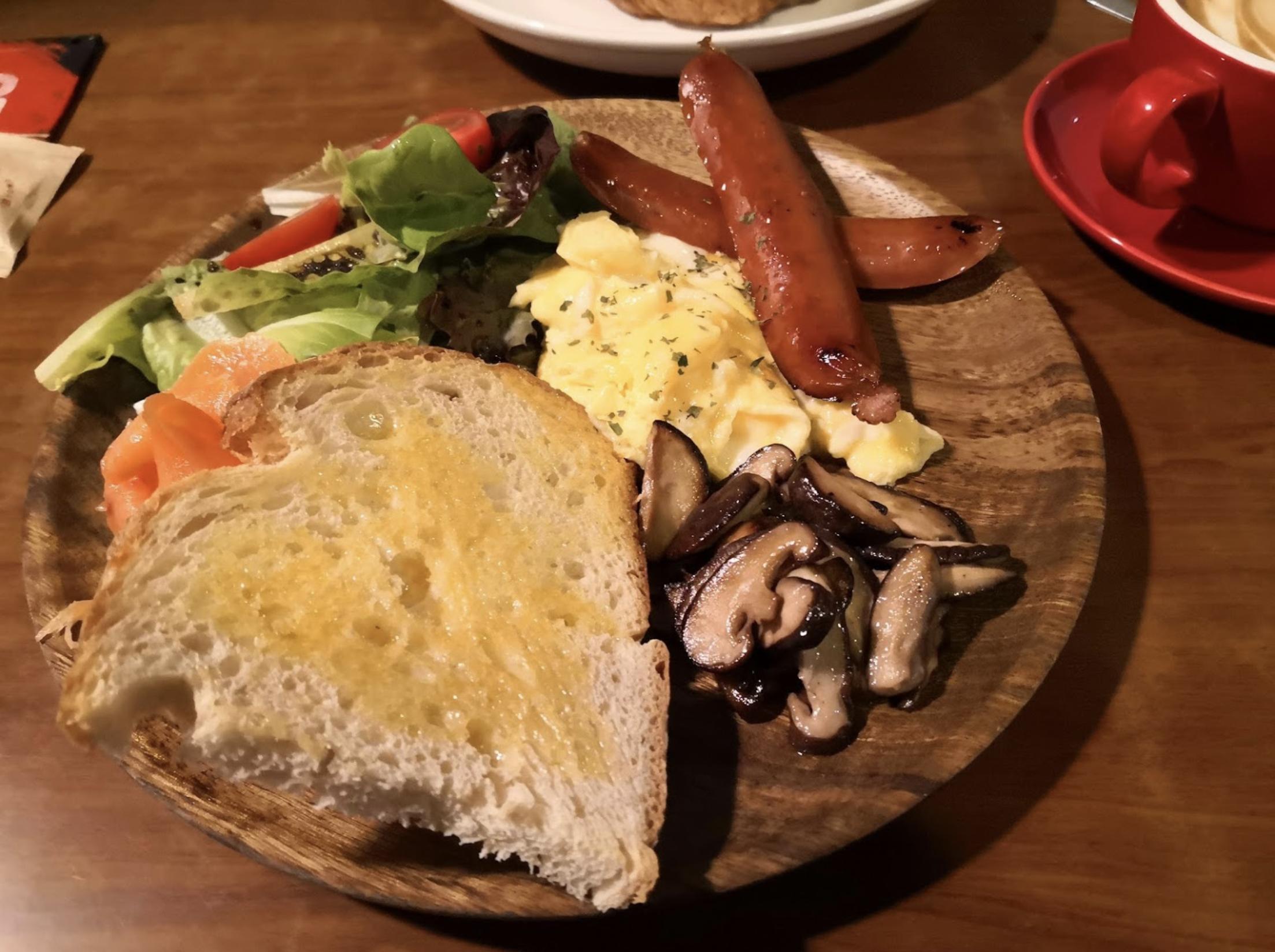 深水埗美食 / 黎到深水埗,可以去呢間咖啡店食個全日早餐先。配料都十分足夠,炒蛋食落好香口 / Café Sausalito / 全日早餐