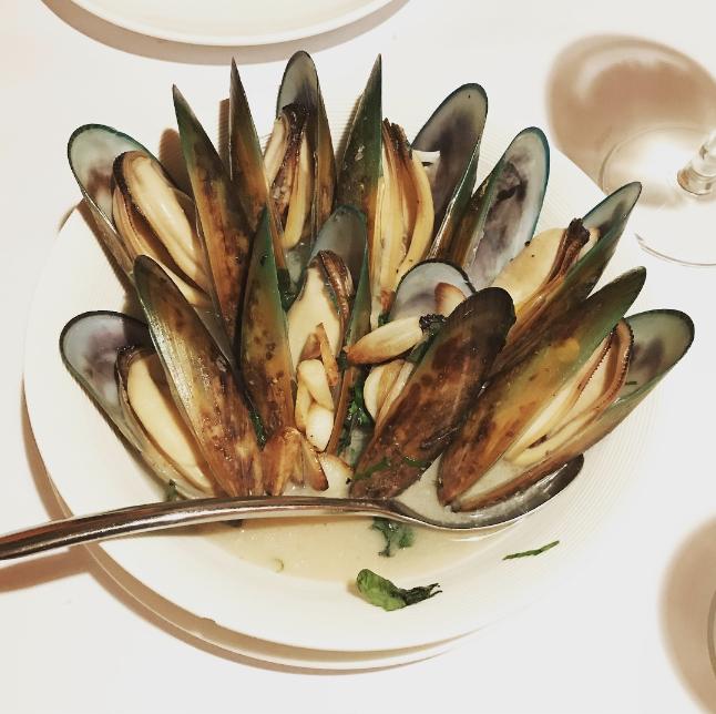 九龍城美食/帕維亞意大利餐廳/白酒煮青口,果然用咗不少時間準備,白酒非常入味, 再加上嘅青口夠晒新鮮,咁大碟非常扺嗌,推介!