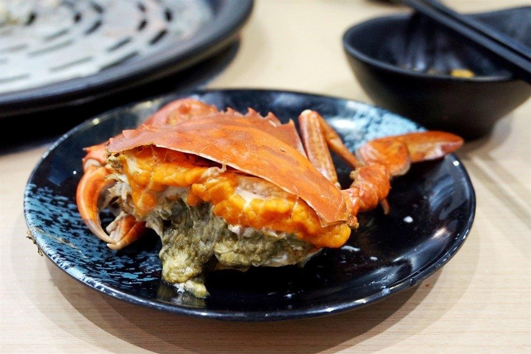 九龍城美食/蟹仙海鮮蒸氣鍋/硬膏的是頂角膏蟹,橙黃的硬膏,啖啖咸香。 硬膏的口感真的超級好,食落蟹肉比較鮮甜,越食越有滿足感。