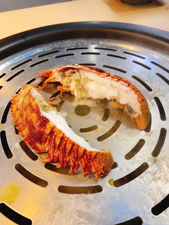 九龍城美食/蟹仙海鮮蒸氣鍋/琵琶龍蝦個樣同一般龍蝦好唔同,但食落都幾好好味, 而且好多肉,肉質彈牙爽甜,不錯的嘗試!