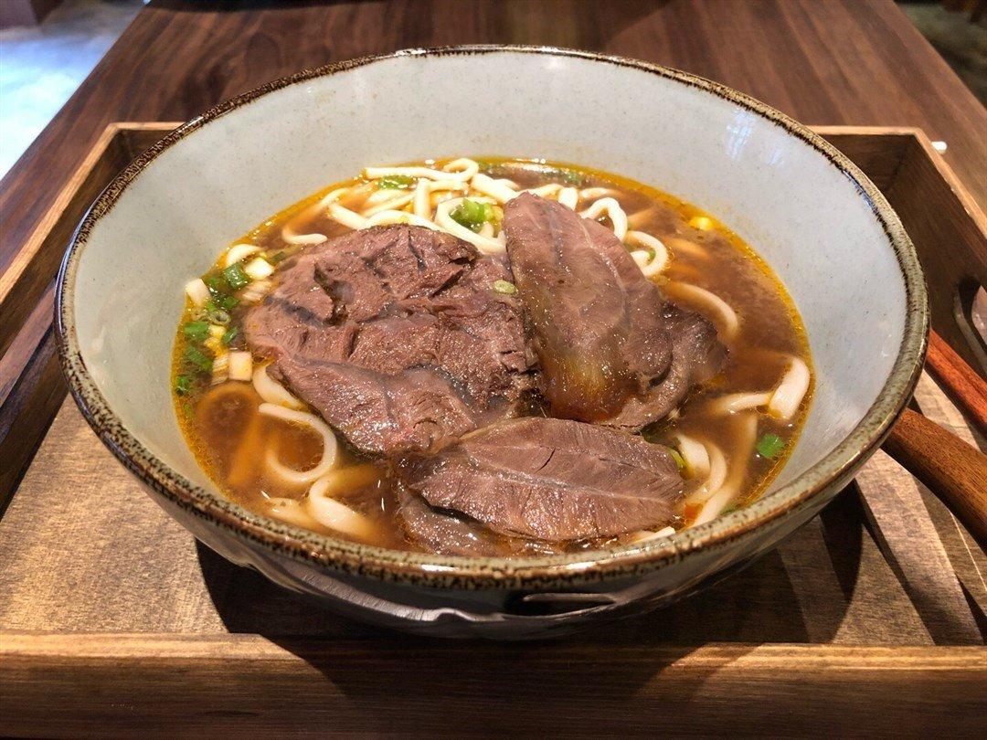 ▲招牌的川味紅燒三寶牛肉麵,分別有牛𦟌、牛筋和牛肋條,一上桌便聞到香濃的肉味
