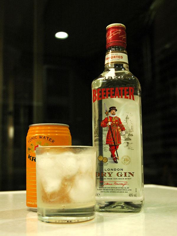 生酮飲食想來杯酒,該怎麼辦?如果真的想喝酒,可以喝濃度較高,沒有加糖的酒類,像是威士忌、琴酒等,但啤酒、調酒,就一定要避免。